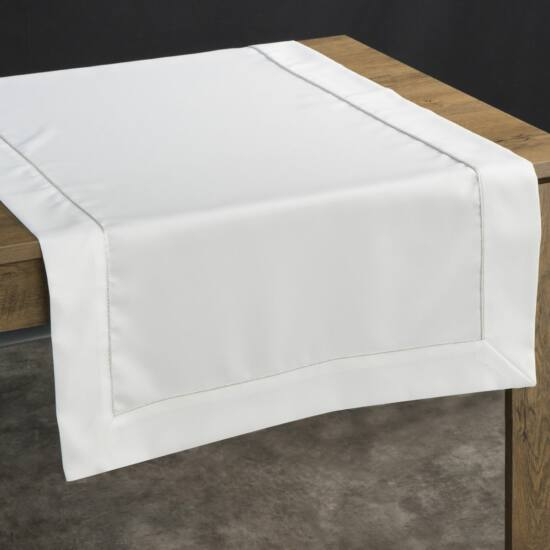 karin-asztalterito-feher-70-x-150-cm-asztalon