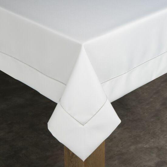 madele-asztalterito-feher-145-x-350-cm-asztalon