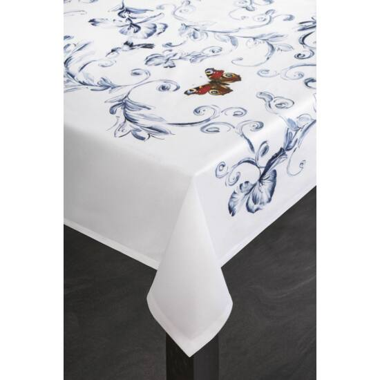 marika-foltmentes-asztalterito-kremszin-40-x-140-cm-asztalon